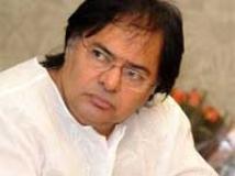 https://www.filmibeat.com/img/2010/04/30-farooq-sheikh-300410.jpg