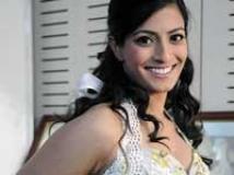 https://www.filmibeat.com/img/2010/05/17-varalakshmi-311209.jpg