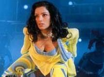 https://www.filmibeat.com/img/2010/05/31-shweta-menon-250208.jpg