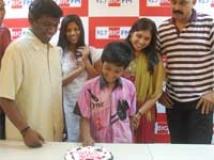 https://www.filmibeat.com/img/2010/06/04-karthik-raja-040610.jpg