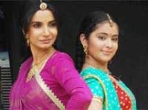 https://www.filmibeat.com/img/2010/06/24-bhairavi-avika-240610.jpg