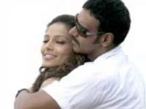 https://www.filmibeat.com/img/2010/07/30-ajay-bipasha-300710.jpg