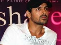 https://www.filmibeat.com/img/2010/07/30-john-abraham-300710.jpg