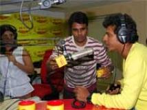 https://www.filmibeat.com/img/2010/08/10-shivaraj-rjs-100810.jpg