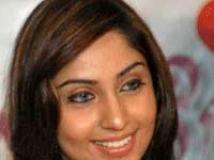 https://www.filmibeat.com/img/2010/08/27-aishwarya-nag-220208.jpg