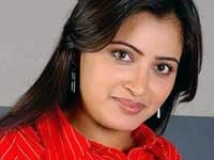 https://www.filmibeat.com/img/2010/10/13-navneet-kaur-131010.jpg