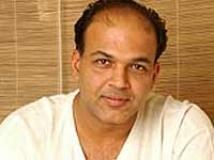 https://www.filmibeat.com/img/2010/11/16-ashutosh-gowariker-161110.jpg