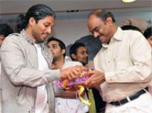 https://www.filmibeat.com/img/2010/11/25-kathi-kantha-audio-251110.jpg
