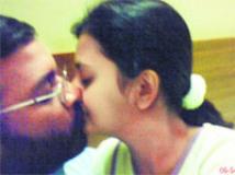 https://www.filmibeat.com/img/2010/12/21-amoolya-ratnaja-kiss-211210.jpg