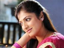 https://www.filmibeat.com/img/2011/07/27-haripriya-270711.jpg
