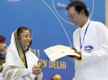 https://www.filmibeat.com/img/2011/09/13-salim-kumar-national-award.jpg