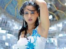 https://www.filmibeat.com/img/2011/09/15-anushka-munni-150911.jpg