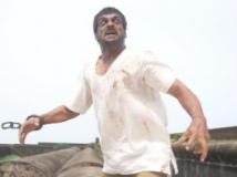 https://www.filmibeat.com/img/2012/01/27-23-aarakshaka-230112.jpg