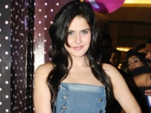 https://www.filmibeat.com/img/2012/03/17-zarine-khan-kat-170312.jpg