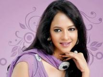https://www.filmibeat.com/img/2012/07/13-manchu-lakshmi-130712.jpg