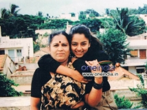 https://www.filmibeat.com/img/2012/07/18-remembering-soundarya.jpg