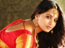 https://www.filmibeat.com/img/2012/07/24-anushka-karthi.jpg