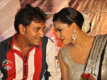 https://www.filmibeat.com/img/2012/11/27-veena-hemanth-kissing.jpg
