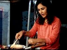 https://www.filmibeat.com/img/2013/05/09-angira-running-the-stall.jpg