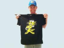 https://www.filmibeat.com/img/2013/06/21-brett-lee-music-t-shirt-1.jpg