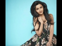 https://www.filmibeat.com/img/2013/07/12-alia-bhatt-.jpg