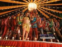 https://www.filmibeat.com/img/2013/10/09-hazel-shankara-item-song.jpg
