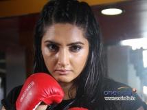 https://www.filmibeat.com/img/2013/10/17-ragini-dwivedi-03.jpg