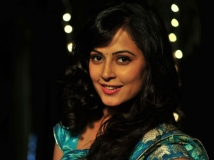 https://www.filmibeat.com/img/2013/10/24-disha-pandey-to-debut-in-sandalwood-with-smt-jayalalithaa-241243.jpg