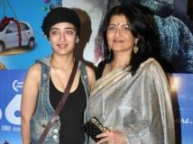 https://www.filmibeat.com/img/2013/12/08-sarika-akshara-haasan.jpg