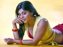 https://www.filmibeat.com/img/2014/01/20-20-bhavanaraoitemnumberinbahuparak.jpg