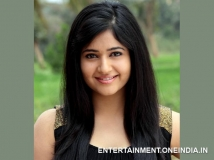 https://www.filmibeat.com/img/2014/03/11-poonam-bajwa-to-share-screen-with-mohanlal-movie-peruchazhi.jpg
