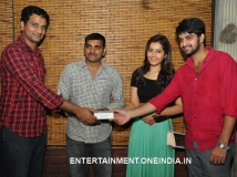 https://www.filmibeat.com/img/2014/06/25-oohalu-gusaguslade-team-mirch-winners-1.jpg