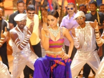 https://www.filmibeat.com/img/2014/07/16-hottest-tollywood-item-girl-1-mumaith-khan.jpg