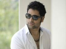 https://www.filmibeat.com/img/2014/09/05-adivi-sesh-play-hero.jpg