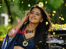 https://www.filmibeat.com/img/2014/09/24-anushka-shetty-bollywood-debut.jpg