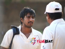 https://www.filmibeat.com/img/2014/09/26-jeeva-movie-review-01.jpg
