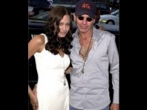 https://www.filmibeat.com/img/2014/10/22-billy-bob-angelina-vial-blood-story.jpg