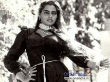 https://www.filmibeat.com/img/2014/11/05-silk-smitha-13693722512.jpg