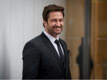 https://www.filmibeat.com/img/2014/11/12-gerard-butler.jpg