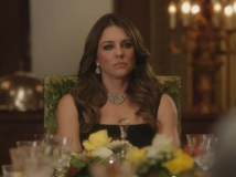 https://www.filmibeat.com/img/2015/01/16-1421401362-elizabeth-hurley-the-royals.jpg