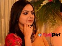https://www.filmibeat.com/img/2015/03/05-1425541569-samvritha-sunil-the-new-proud-mother.jpg