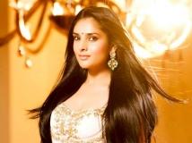 https://www.filmibeat.com/img/2015/07/02-1435815370-wow-sandalwood-queen-ramya-back-in-bangalore-1.jpg