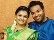 https://www.filmibeat.com/img/2015/07/14-1436859475-wedding-bells-for-saranya-mohan.jpg