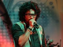 https://www.filmibeat.com/img/2015/08/25-1440521103-siddharth-menon-on-the-rocks-starts-rolling.jpg