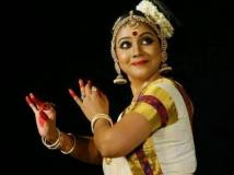 https://www.filmibeat.com/img/2015/12/rachana-narayanankutty-marriage-18-1450443697.jpg