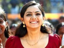 https://www.filmibeat.com/img/2016/01/samvritha-sunil-comeback-05-1451998301.jpg