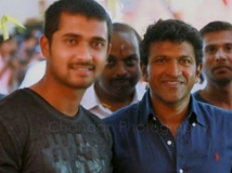 https://www.filmibeat.com/img/2016/02/bigg-boss-3-runner-up-chandan-meets-puneeth-rajkumar-25-1456382529.jpg