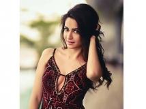 https://www.filmibeat.com/img/2016/02/kriti-kharbanda-to-play-glam-role-in-maasthi-gudi-duniya-vijay-next-23-1456218962.jpg