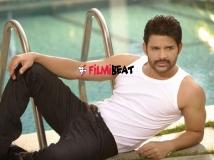 https://www.filmibeat.com/img/2016/04/shaam-turns-lucky-bags-yash-radhika-pandit-next-movie-05-1459850896.jpg