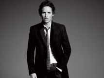 https://www.filmibeat.com/img/2016/11/eddie-redmayne-used-to-smuggle-the-fantastic-beasts-script-home-with-him-28-1480312882.jpg
